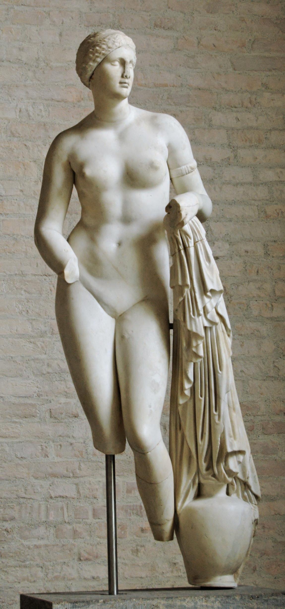 http://academic.ru/pictures/wiki/files/65/Aphrodite_Braschi_Glyptothek_Munich_258.jpg